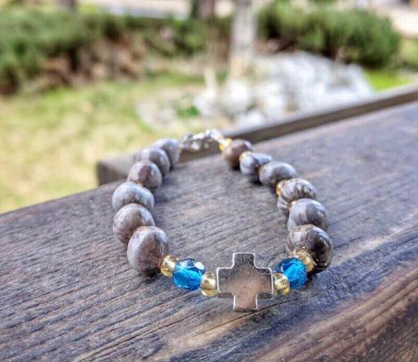 гривна сълзите на Света Богородица в светло синьо с кръст